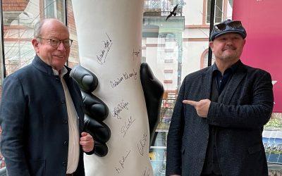 """Gemeinsam Bewegen"" – Skulptur versteigert"